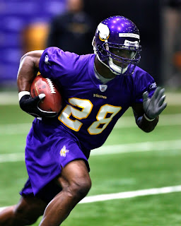 Running Back Adrian Peterson running in a offseason drill