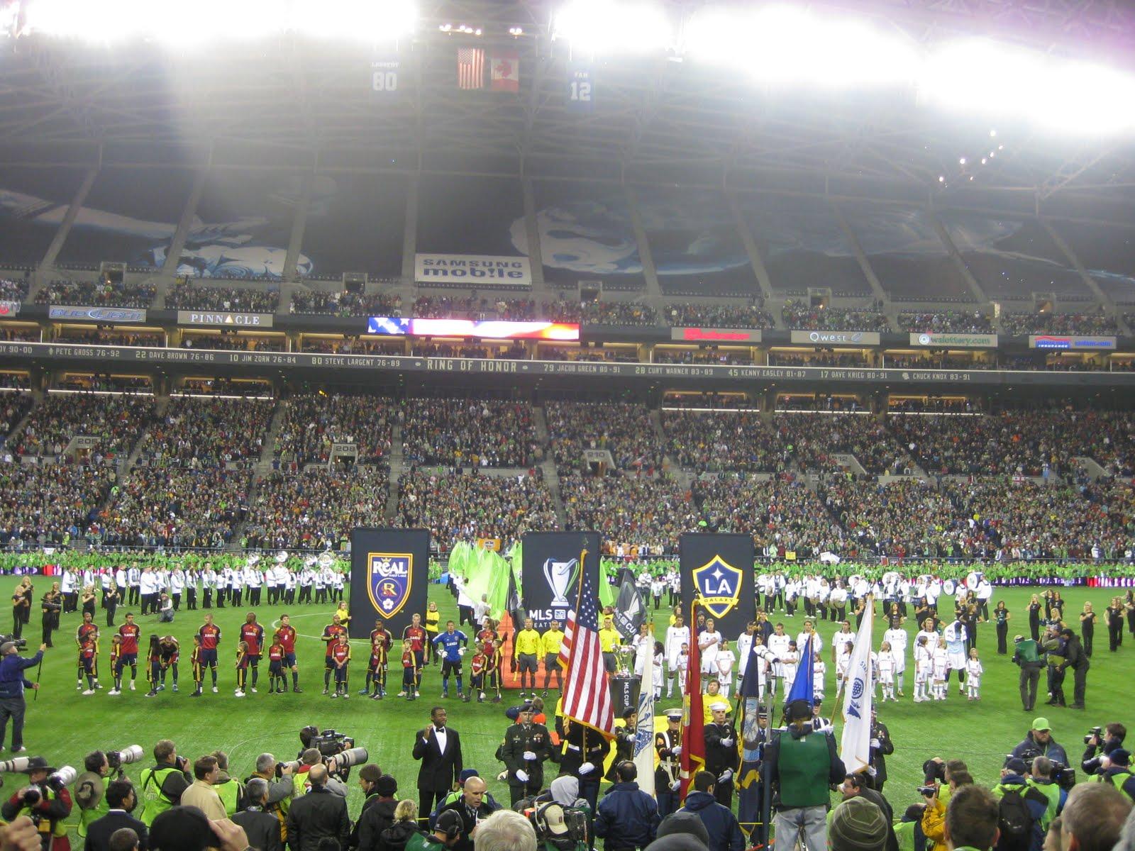 http://4.bp.blogspot.com/_EvNJQbbUrRM/Swx-fxQqSbI/AAAAAAAAAL0/aeWgNEwJp-o/s1600/MLS+Cup+017.jpg