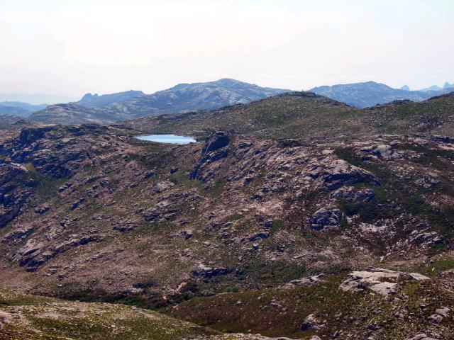 Paisagens de Portugal - Pico da Nevosa - lago ao fundo da montanha