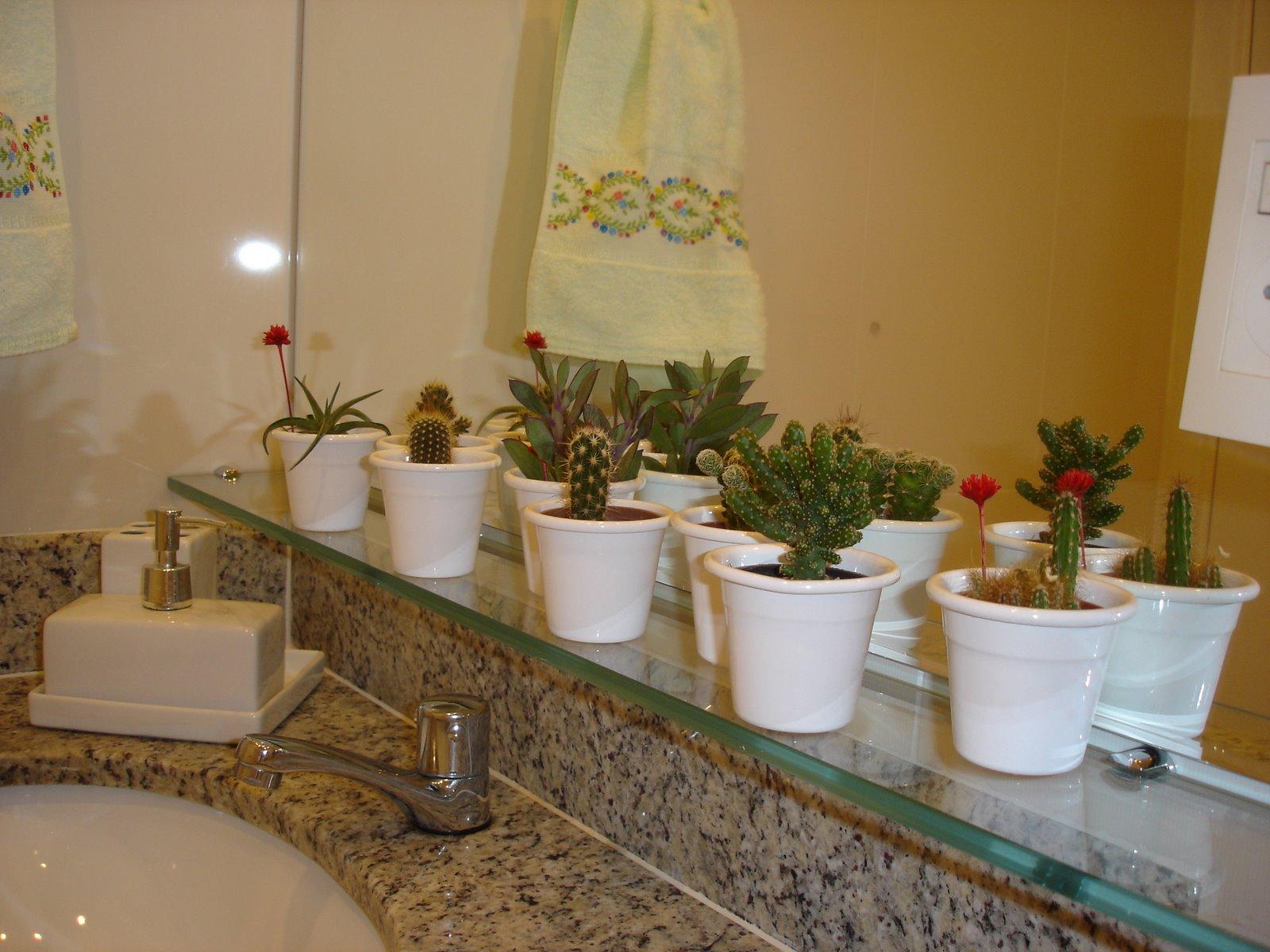 Verde Jardim: Plantinhas no banheiro #684A24 1600 1200