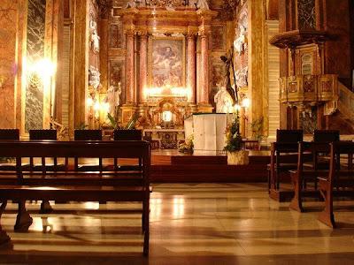 Interior de la basílica de San Ambrosio y San Carlos en el Corso