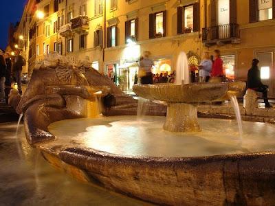 Fontana della Barcaccia - Piazza di Spagna
