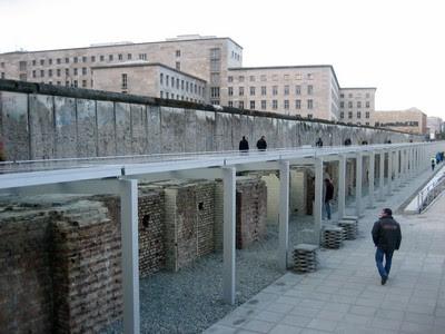 Muro de Berlín y Sotanos del Terror