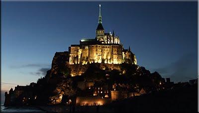 Vista nocturna de Mont Saint-Michel