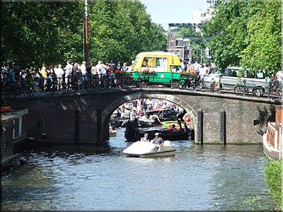 Desenfadado ambiente en este tramo 'colapsado' del canal