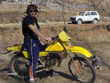 mi hijo carlos con su moto