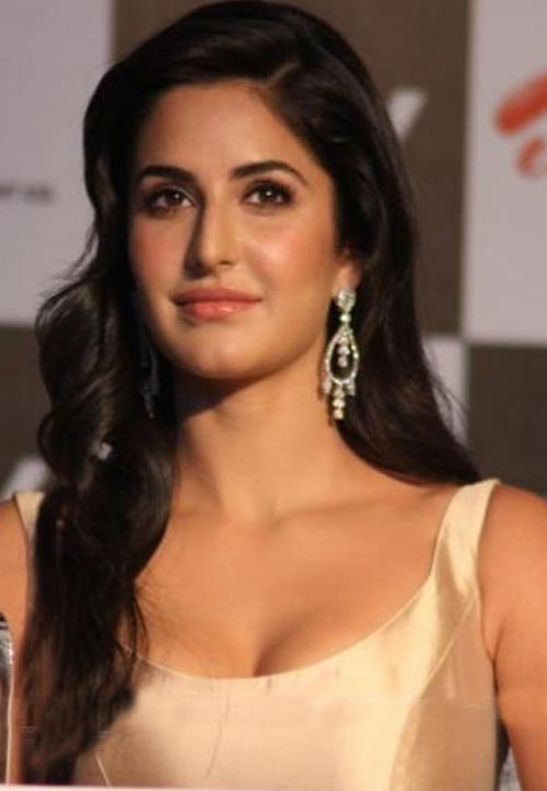Katrina kaif showing boobs