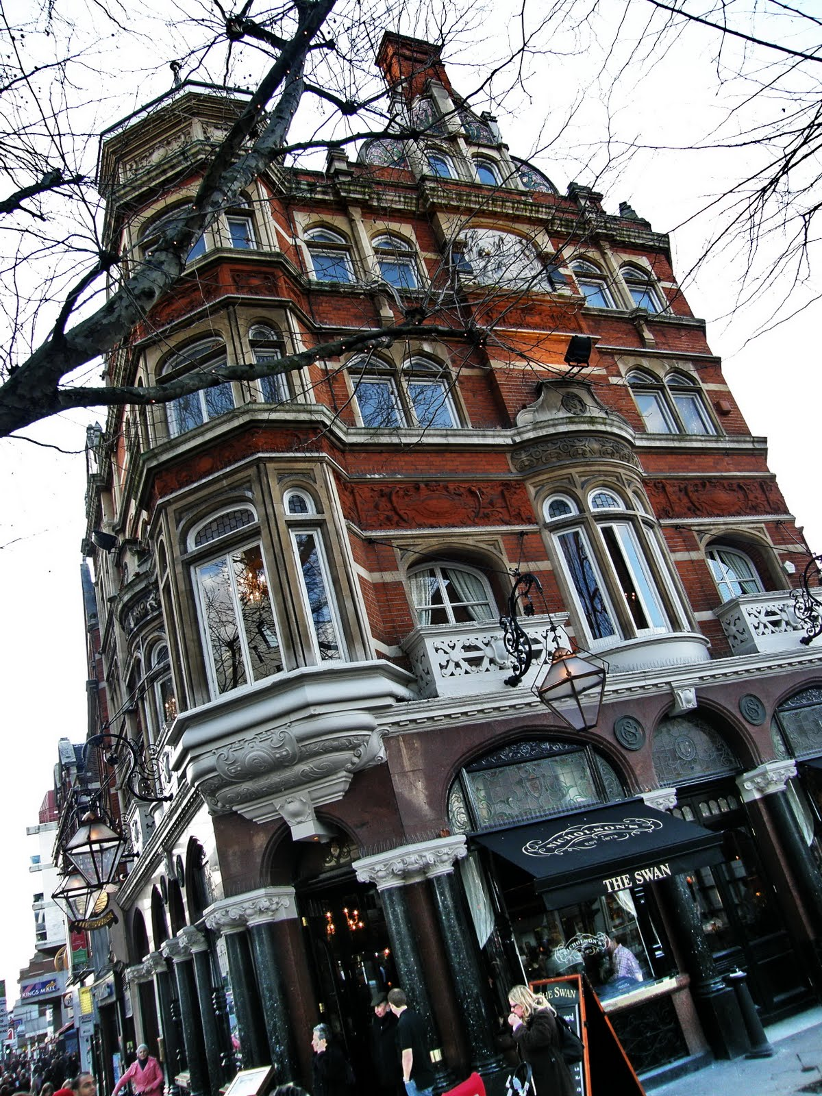 http://4.bp.blogspot.com/_F0vuiMDsa3k/TJSrAaZUGnI/AAAAAAAAAJw/gkp9cnztlyU/s1600/13+Hammersmith+Broadway,+Hammersmith,+London+3.jpg