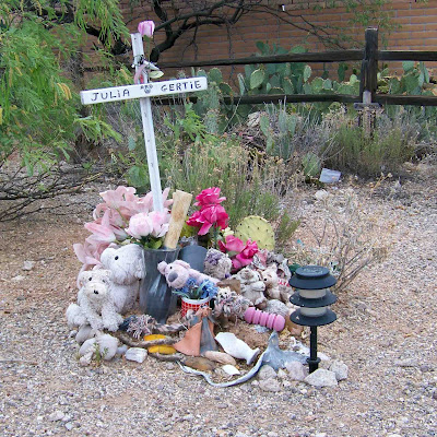 roadside memorials Roadside crosses in contemporary memorial culture [holly everett] on amazoncom free shipping on qualifying offers a fifteen-year-old high school cheerleader is killed while driving on a dangerous curve one afternoon.