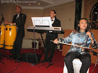 An image of the wedding music band performing live during the wedding dinner