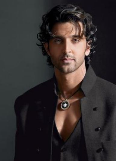 Hrithik-roshan-wearing-necklace-men-can-wear-jewellery