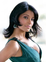 Bipasha-Basu-biography-birthday-photos-images-big-wallpaper-2