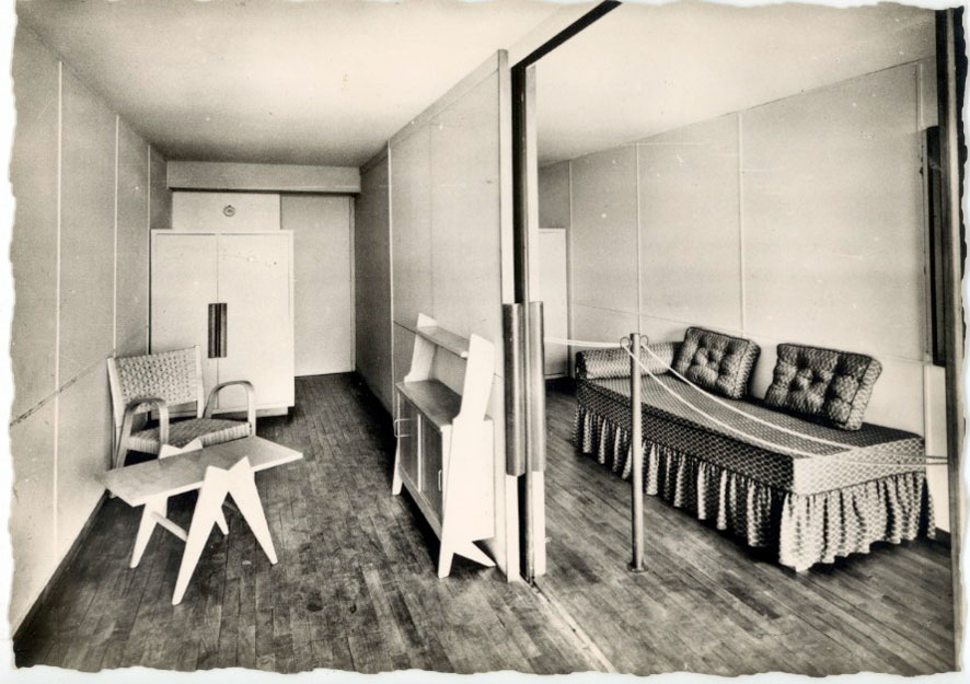 architectures de cartes postales 1 le corbusier dans ses meubles. Black Bedroom Furniture Sets. Home Design Ideas