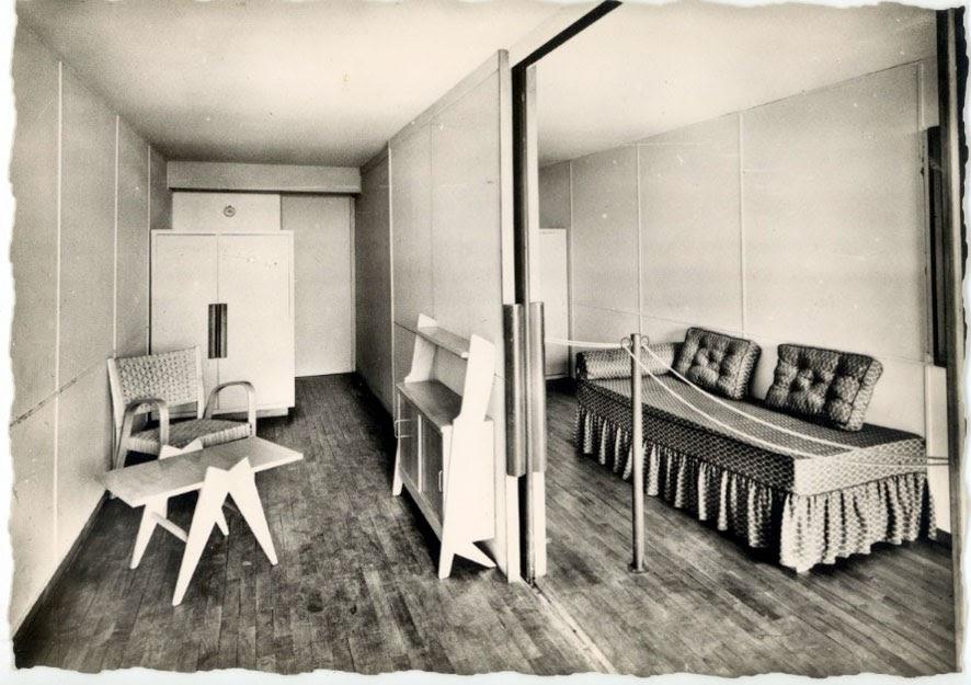 architectures de cartes postales 1 le corbusier dans ses meubles. Black Bedroom Furniture Sets. Home Design Ideas