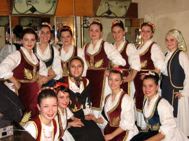 Dansatoare ale Ansablului Sf.Sava