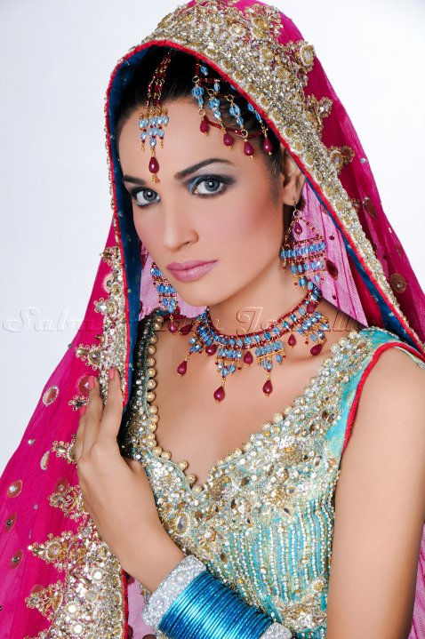 31308 386188414861 338320169861 3937609 2921030 n - Saba Azam Jewellery Shoot