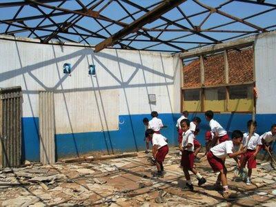 bangunan sekolah rusak berat