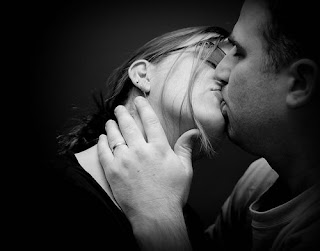 happy couple passionate kissing wallpaper