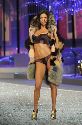 Adriana Lima sexy hot bikini model