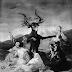 Γυμνές γυναίκες χορεύουν σε νεκροταφείο!!
