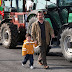 Συνεχίζουν τα μπλόκα οι αγρότες