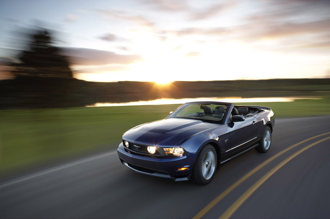 the poor car reviewer 2011 ford mustang gt convertible. Black Bedroom Furniture Sets. Home Design Ideas
