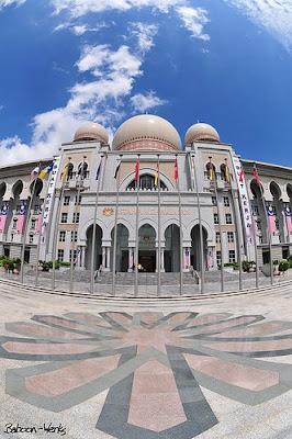 http://4.bp.blogspot.com/_F61Q74yERb8/Sa5Q0BcTSlI/AAAAAAAADqA/eZexHs9gaHQ/s400/palace-of-justice-malaysia.jpg