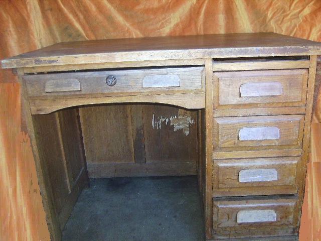 ancien petit bureau administratif. Black Bedroom Furniture Sets. Home Design Ideas