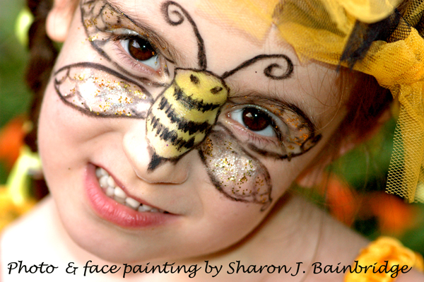 Bee Face Makeup http://butterflylullaby.blogspot.com/2010/08/bumblebee-fairy-face-painting-mask.html