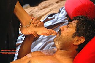 Hot and sexy Mamta Mohandas bare foot