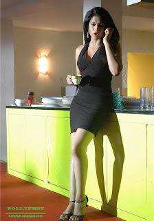 Hot Shraddha Das legs