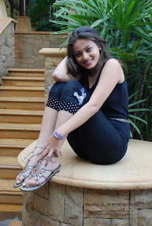 Sneha Ullal Feet show