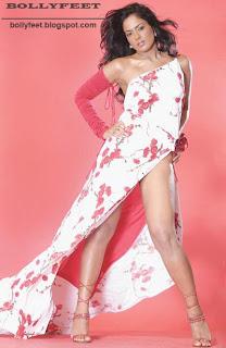 Sexy legs - Sameera Reddy