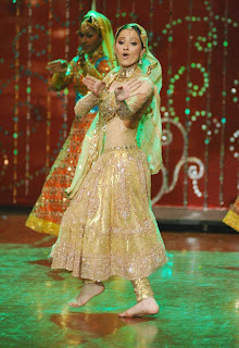 Beautiful bare feet Sanjeeda Sheikh dancing at the astitva awards