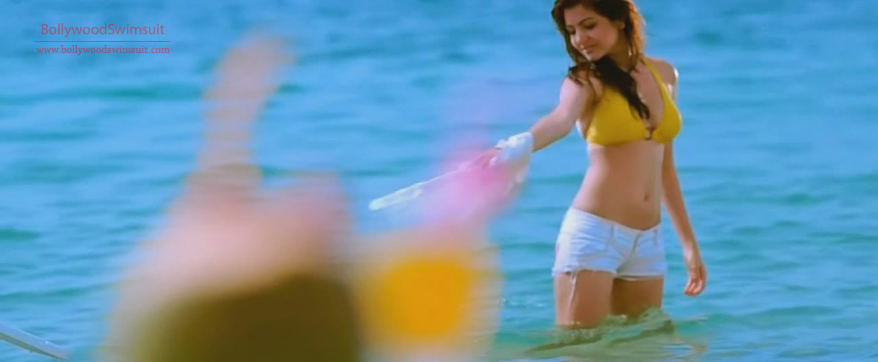 A TEAM: Anushka Sharma in Bikini Top