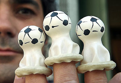 Foto Lucu Football Condoms
