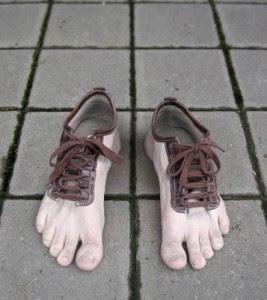Gambar Lucu - Sepatu Aneh