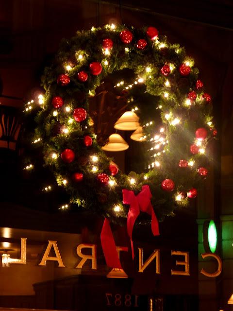 Cristalera del Cafe Central de Budapest adornada de Navidad