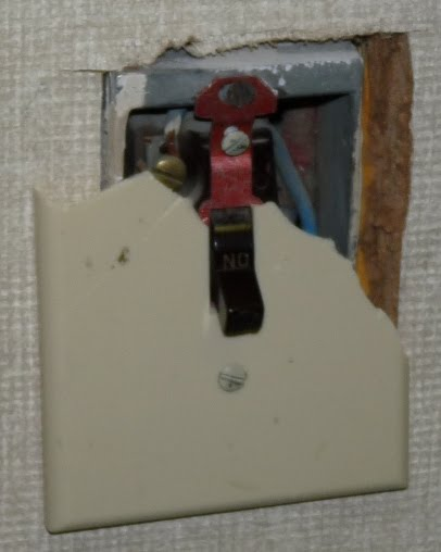 how to fix a light switch that is broken in