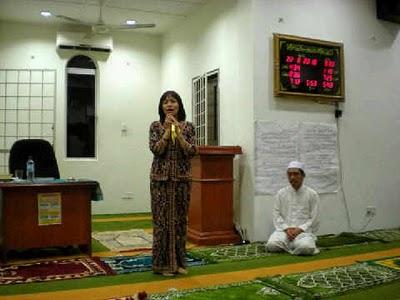 foto Bila Teo Sekali Lagi Berkunjung Ke Masjid