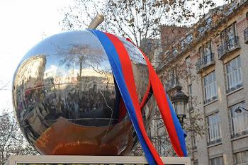 Une pomme Place de Clichy