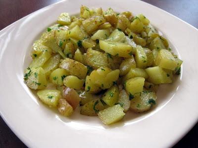 Articole culinare : Cartofi noi sub/la capac