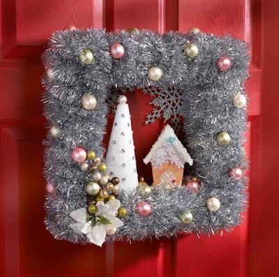 http://4.bp.blogspot.com/_FJSI89AtK0M/SxU8ChYuECI/AAAAAAAAGYo/iDzxXHvcH6E/s400/vinatge+christmas+village+wreath.jpg
