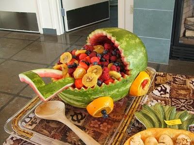 أكبر ملف لأروع و أجمل و أحدث الطرق لتقديم و تزيين الفواكه (الديسير) Watermelon+baby+carr