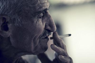 portrait of old man, портрет на мъж с цигара