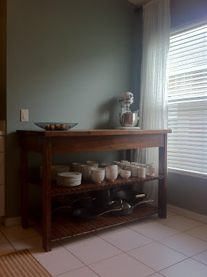 was very much inspired by the diy Kitchen Island built by Michaela