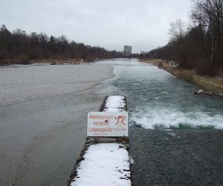 Isar fotografiert von der Marienklausenbrücke