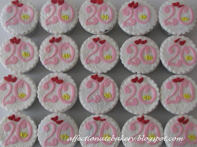 Affectionate th wedding anniversary cake cupcakes combination