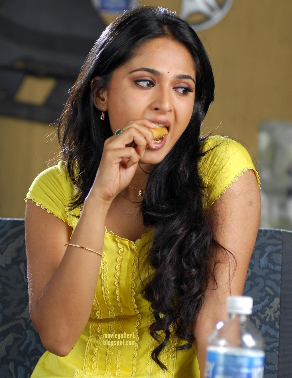 Indian Sexy Anushka Beautiful Wallpapers & Profile