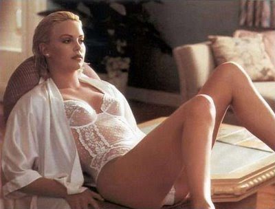 Charlize Theron : Best legs in Hollywood